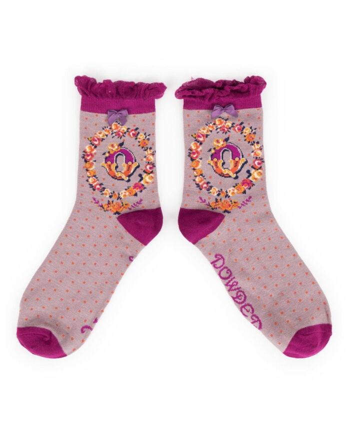 Powder Alphabet socks Q