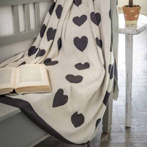 Knitted throw double sided heart design