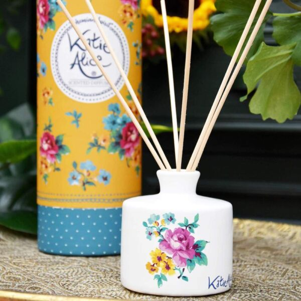 Amber lily scented reed diffuser